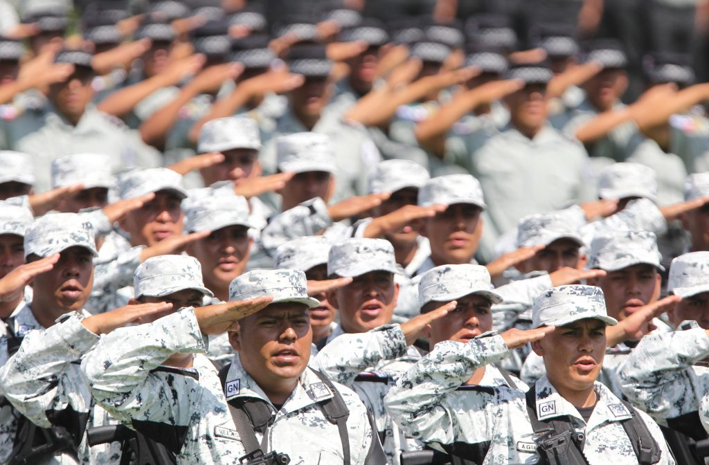 López Obrador pasa revista a la Guardia Nacional en Ciudad de México