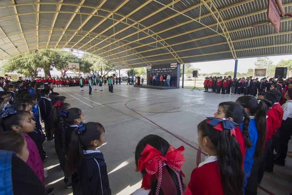 La comunidad escolar y autoridades municipales participaron en esta ceremonia