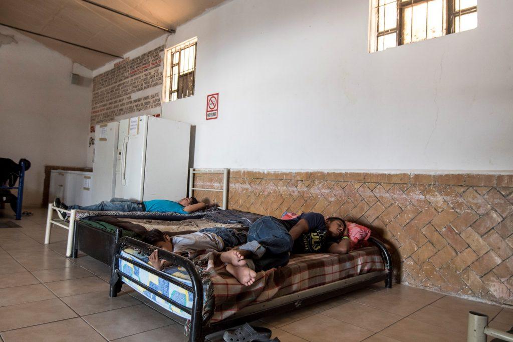 Migrante salvadoreño muere por disparo de policías en el norte de México