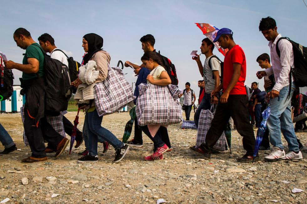 Caravana migrante hondureña avanza rumbo a México por dos puntos fronterizos