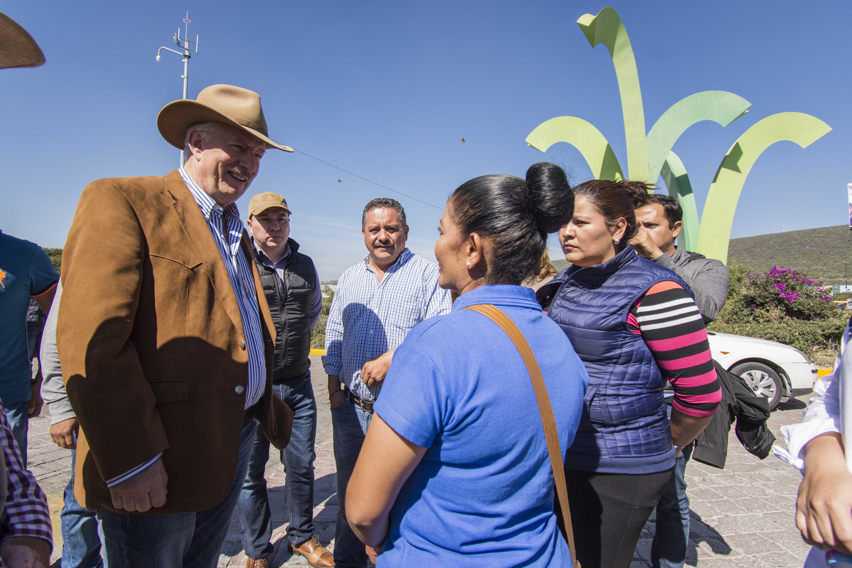 Cumplen autoridades de El Marqués y regularizan servicios públicos en La Pradera