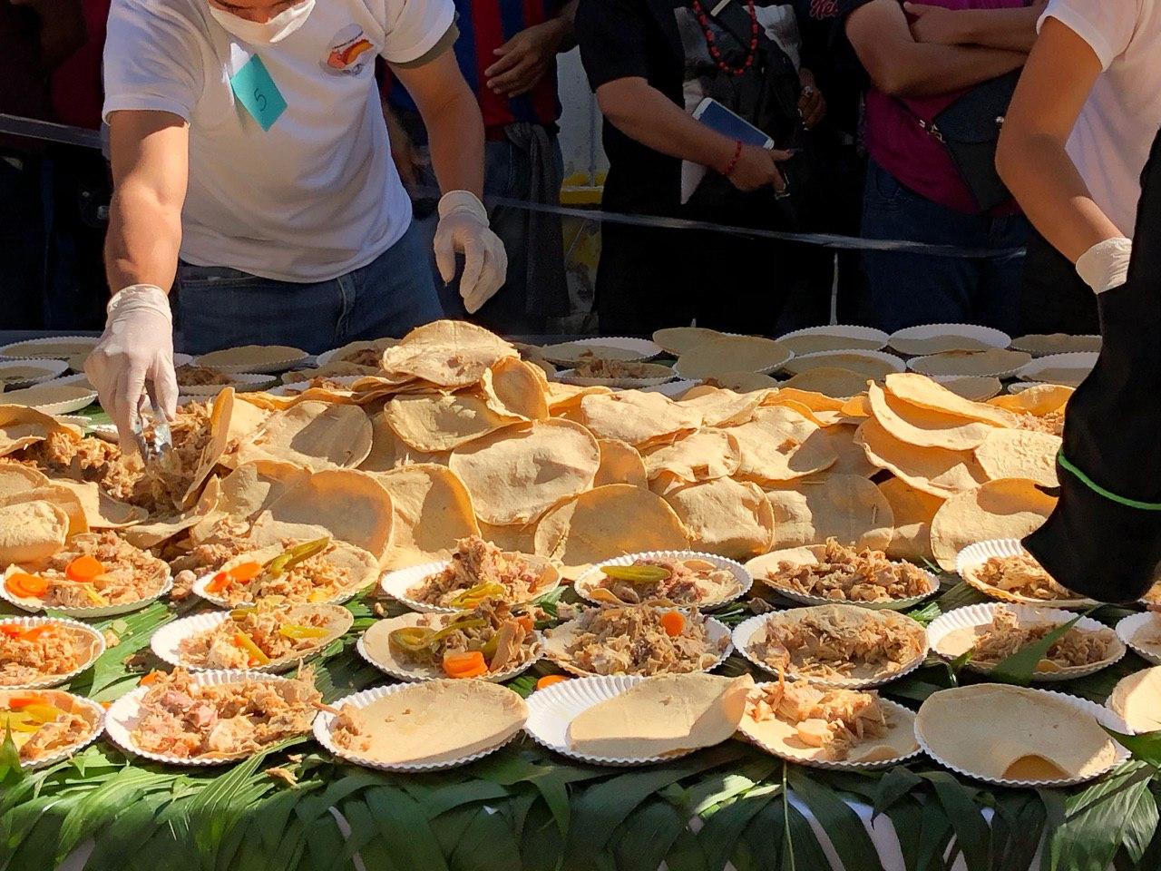 Rompe Querétaro récord guinness del taco más grande del mundo