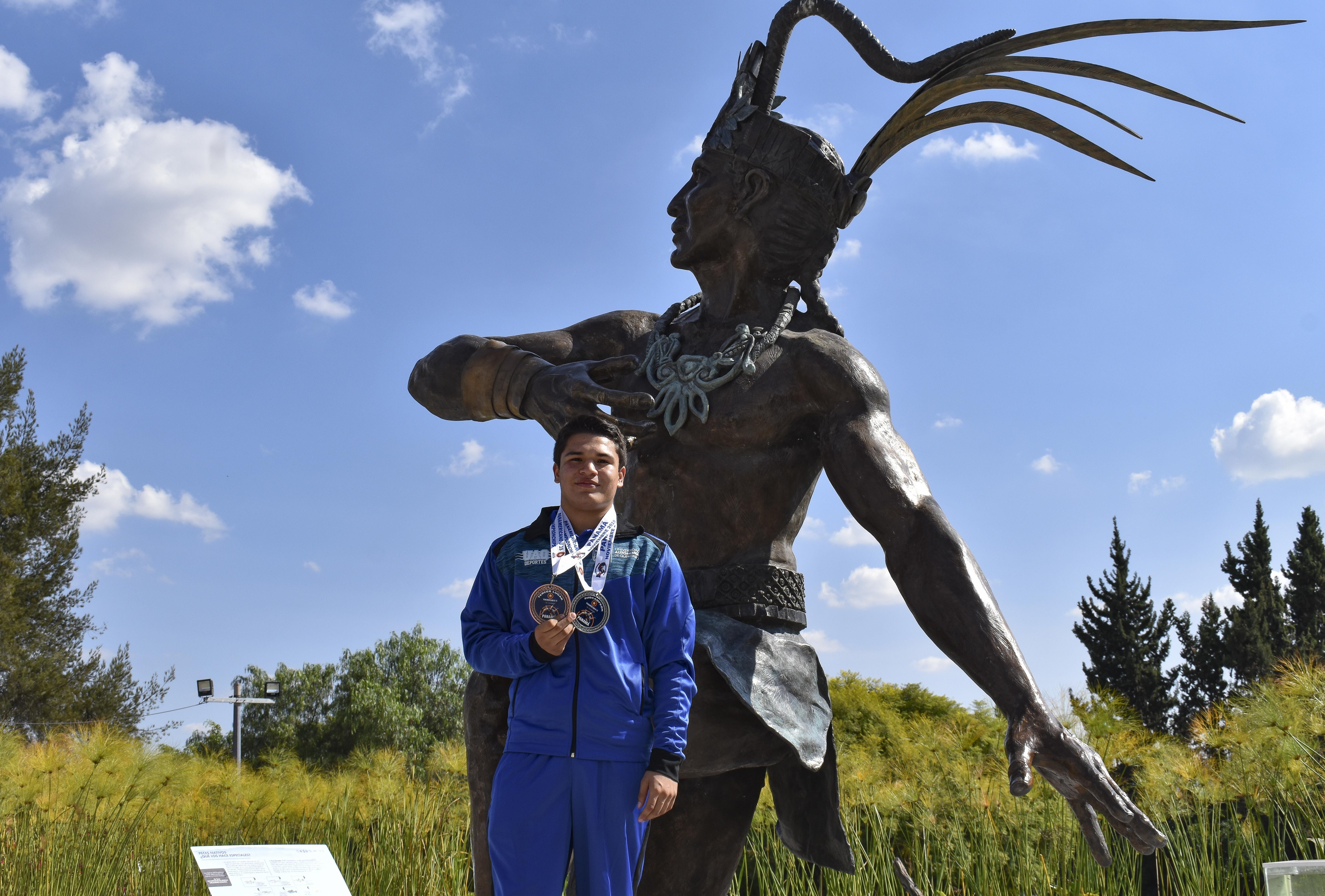 Destaca alumno de Bachilleres Bicentenario en competencia panamericana