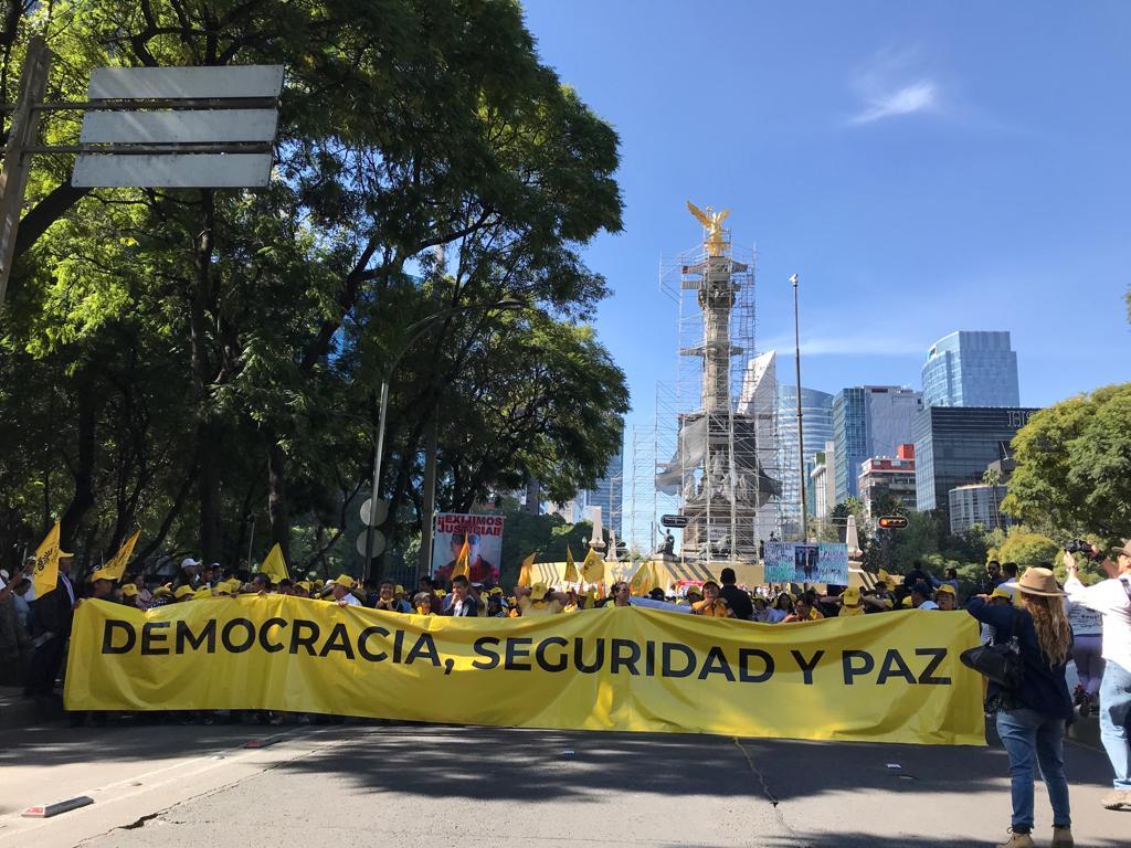Cerca de 4 mil personas marchan en la Ciudad de México contra López Obrador