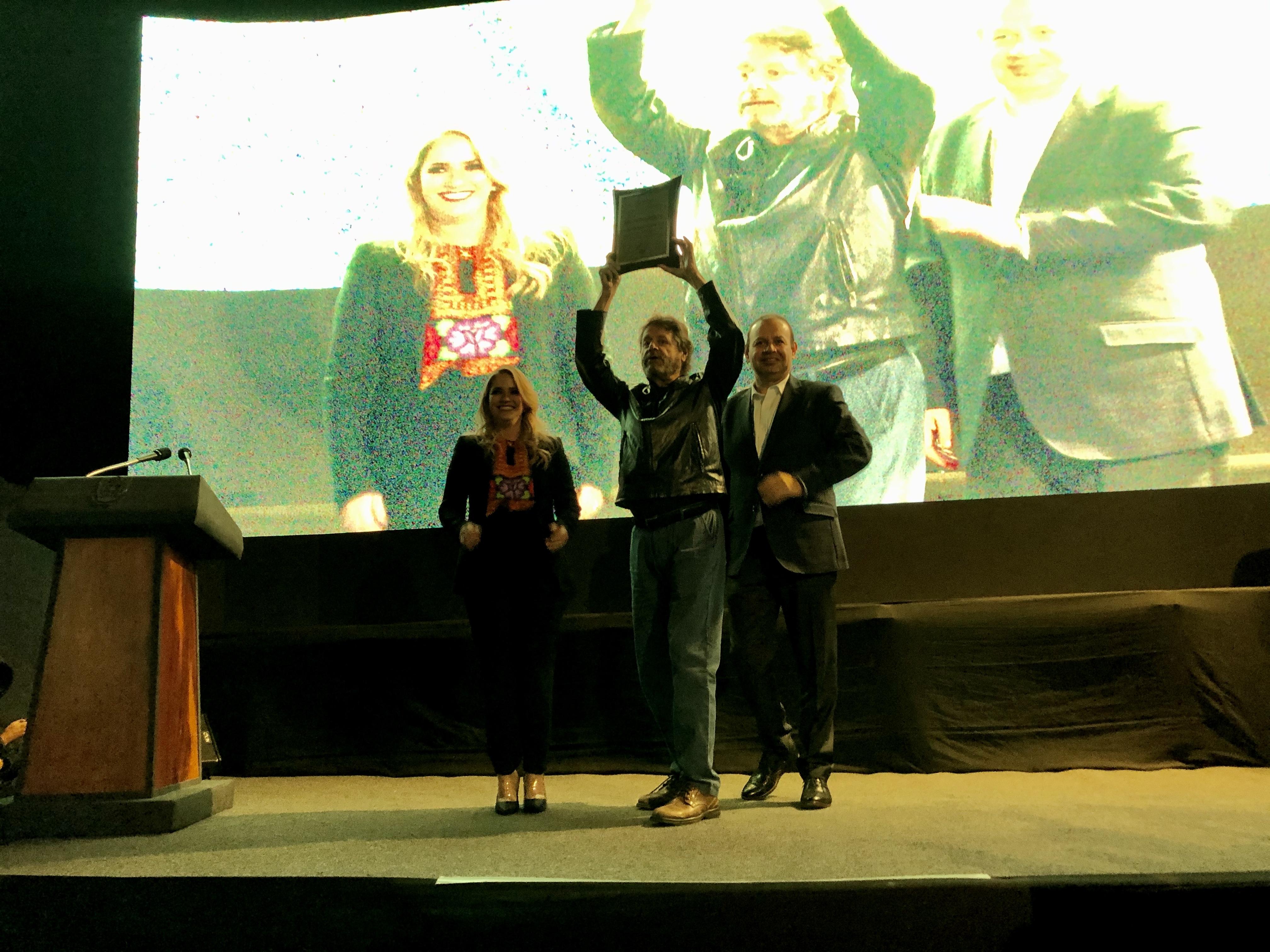 Entregan premios estatales de cultura 2019