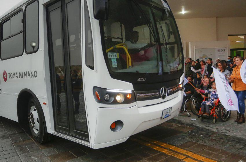 Entrega DIF Estatal nuevas unidades de transporte especializado
