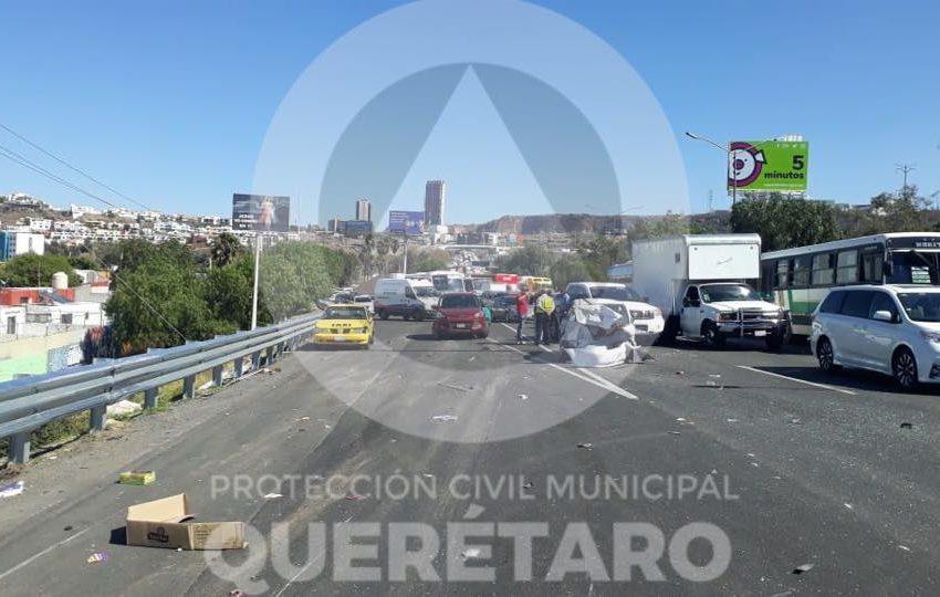 Accidente vial sobre la carretera 57 a la altura del Estadio Corregidora