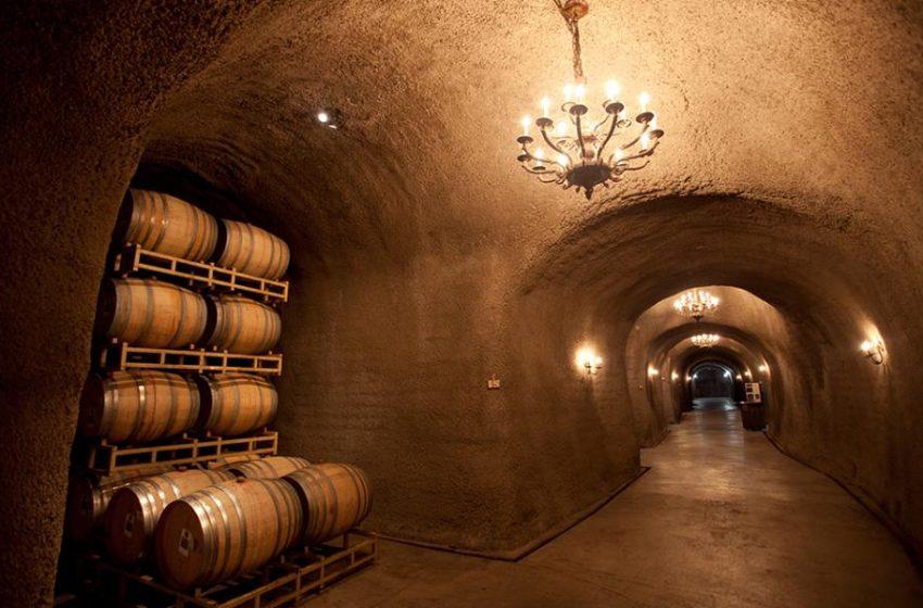 Fuga en bodegas vierte miles de litros de vino en un río de California