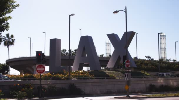 Hospitalizan en Los Ángeles a un pasajero de México por posible coronavirus