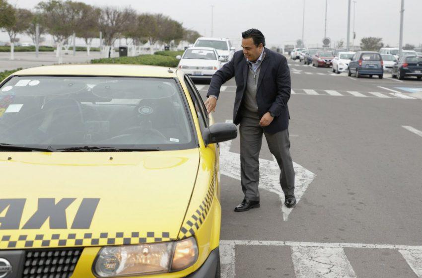 Anuncia Luis Nava becas en apoyo a los taxistas