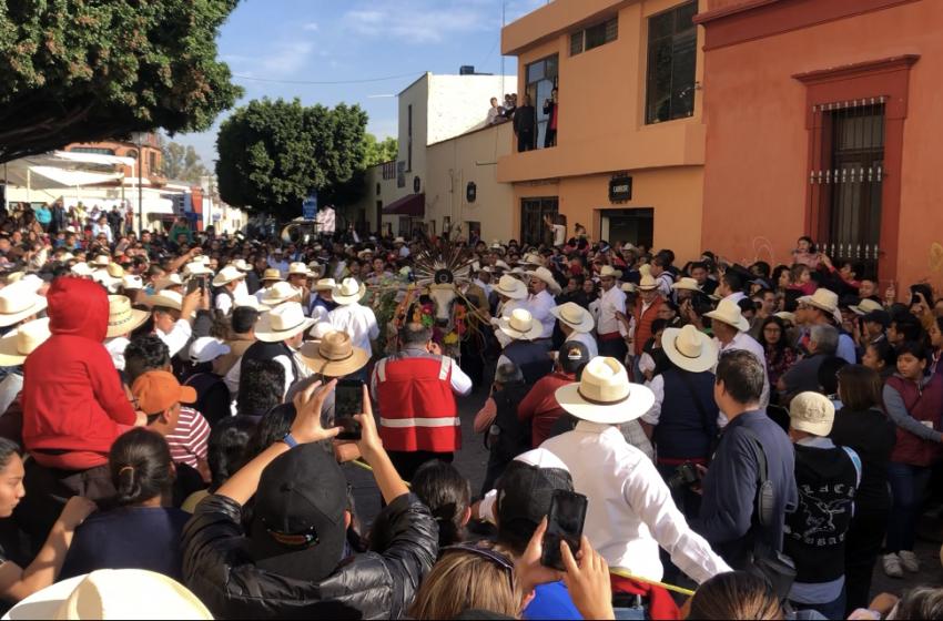 Arrancan fiestas de El Pueblito con el tradicional Paseo del Buey