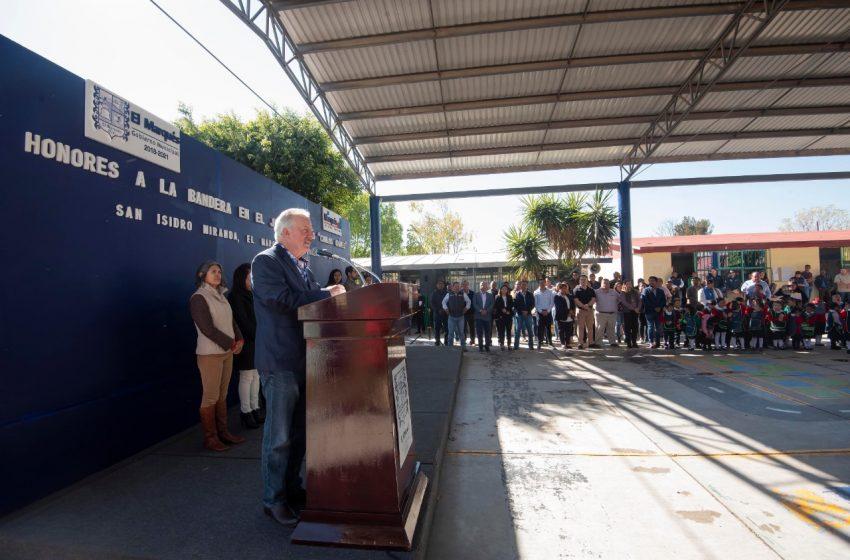Se compromete Enrique Vega a continuar apoyando la educación en El Marqués