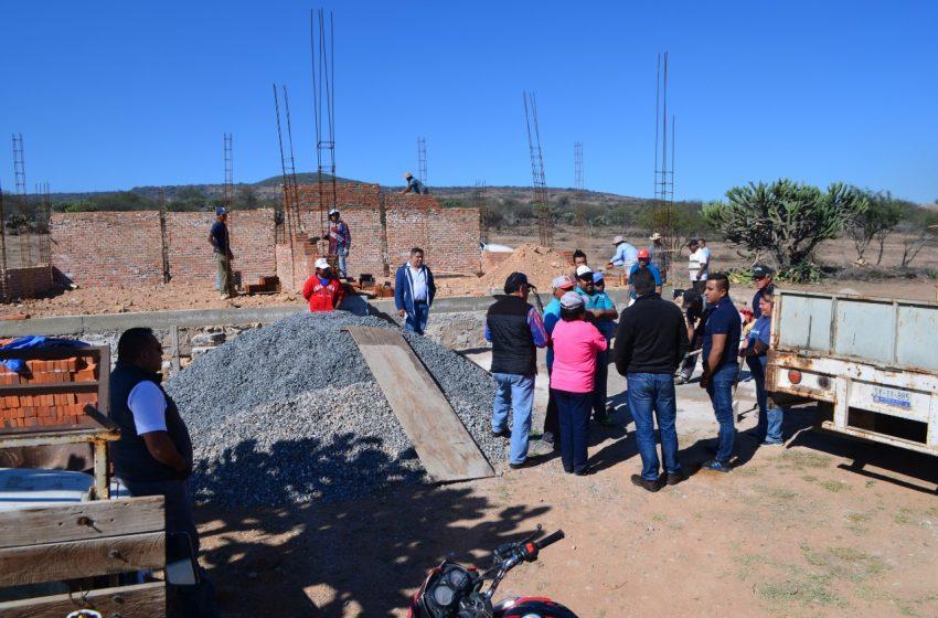 Antonio Mejía cumple con la comunidad de San Nicolás en Tequisquiapan