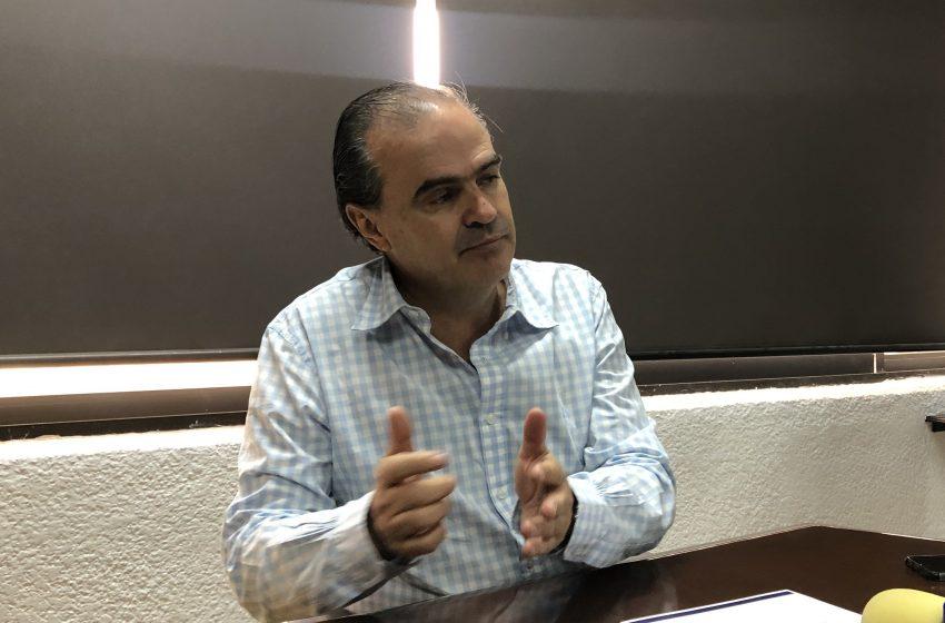 Enrique de Echávarri ya se separó de USEBEQ para aspirar a la ESFE, confirma titular de Educación