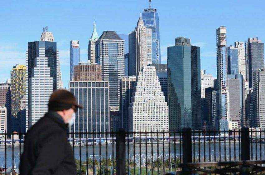 Nueva York registra 731 decesos por COVID-19 en un día