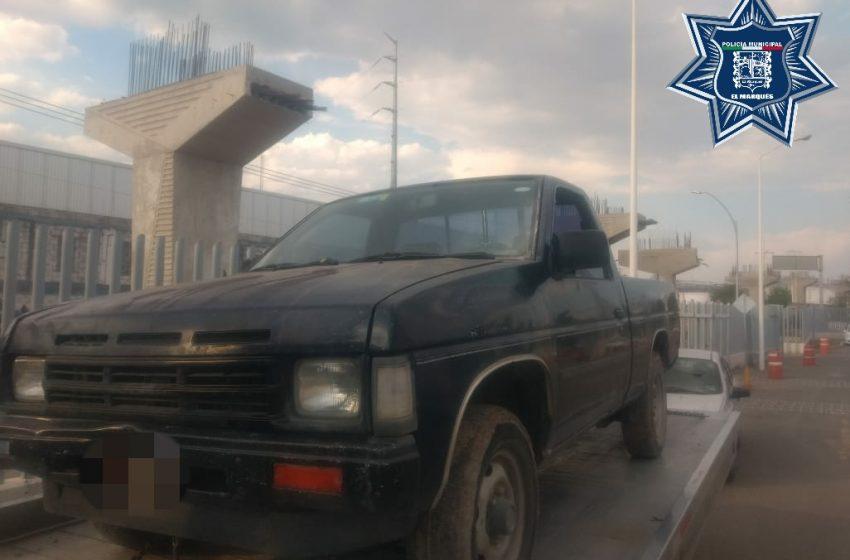 Policias de El Marqués aseguran a sujeto con vehículo robado