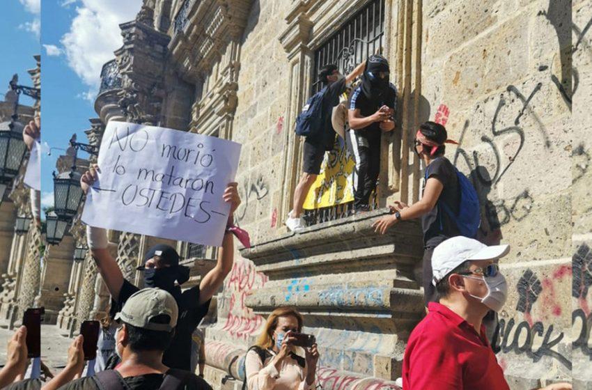 Intensas protestas en Guadalajara por presunto asesinato cometido por policías