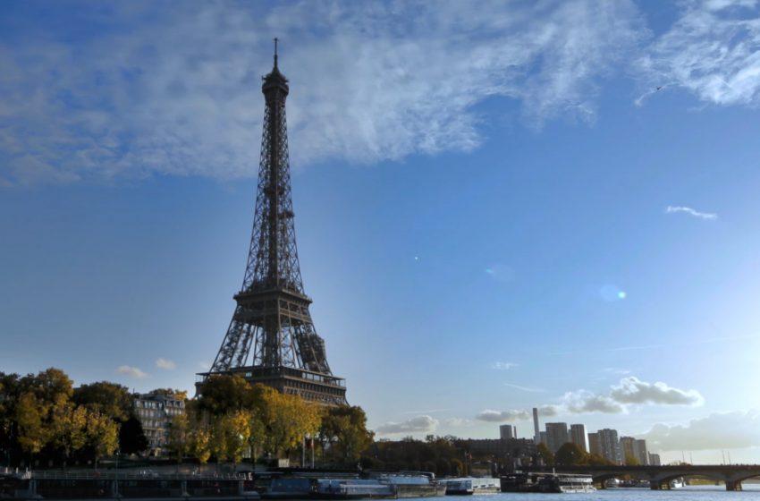 Tras tres meses de cierre, reabren la Torre Eiffel a los turistas