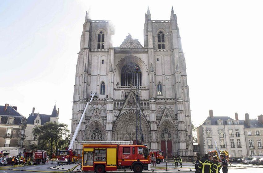 Monaguillo de la catedral de Nantes es arrestado como presunto responsable de incendio