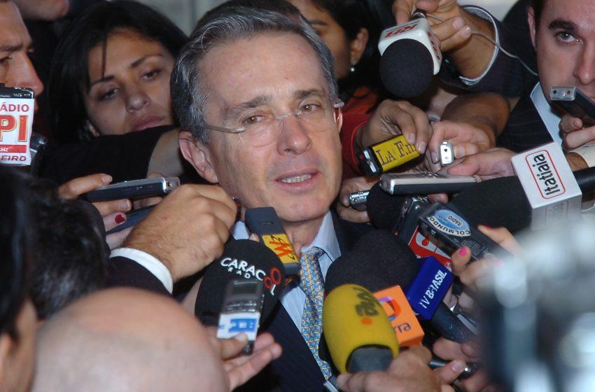 Corte suprema de Colombia ordena la detención del expresidente Álvaro Uribe
