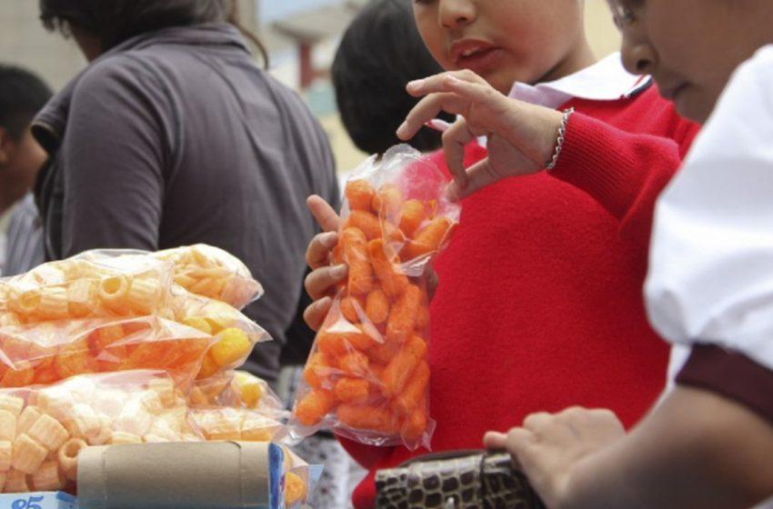 Prohibida la venta de comida charrara a menores en Oaxaca