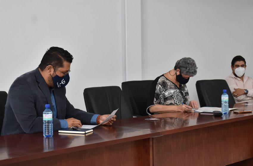 Formaliza UAQ firma de escritura para construir Central de Servicio a la Comunidad