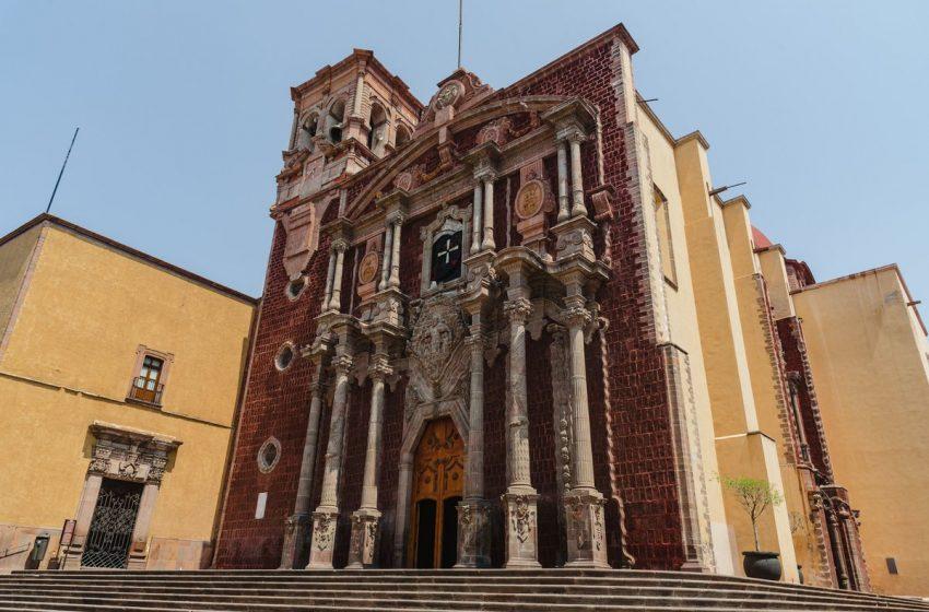 Invita Diócesis de Querétaro a colecta de ropa para personas en situación de calle