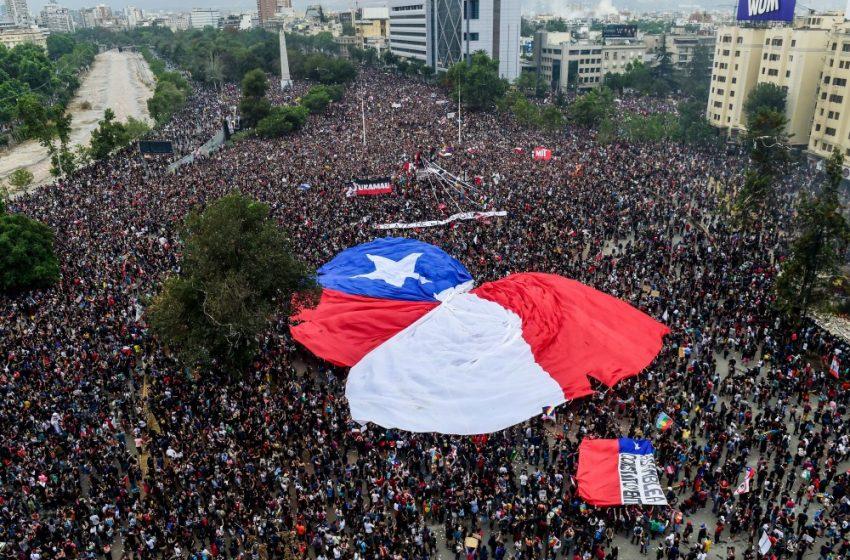 Por mayoría absoluta, pueblo chileno pide cambiar la constitución