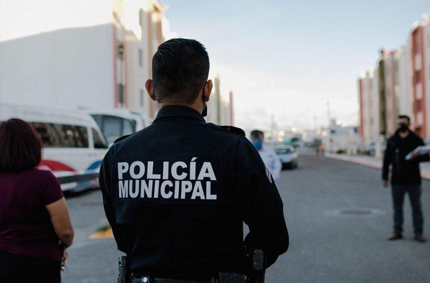 Policías municipales de Querétaro reúnen a adulto mayor con su familia