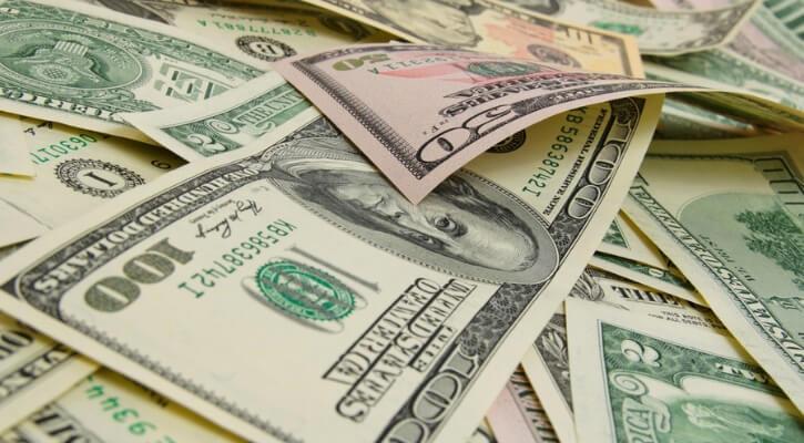 Dólar al mayoreo se vende por debajo de los 20 pesos