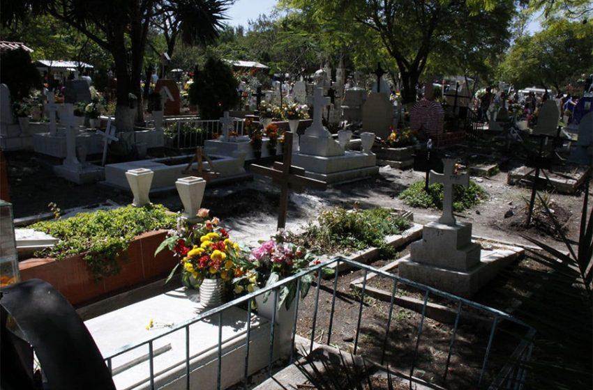 Por aumento en fallecimientos por COVID-19, se podrán inhumar cadáveres