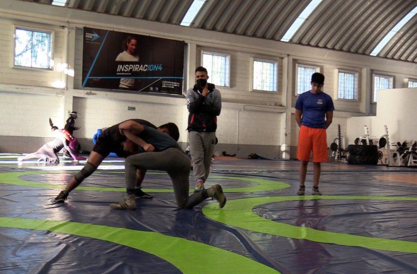 Se preparan atletas queretanos para el campeonato nacional de lucha grecorromana