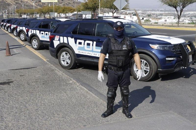 Entregan patrullas y uniformes nuevos a Policía de Corregidora