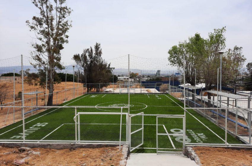 Rehabilitan espacios deportivos de la Escuela de Bachilleres UAQ