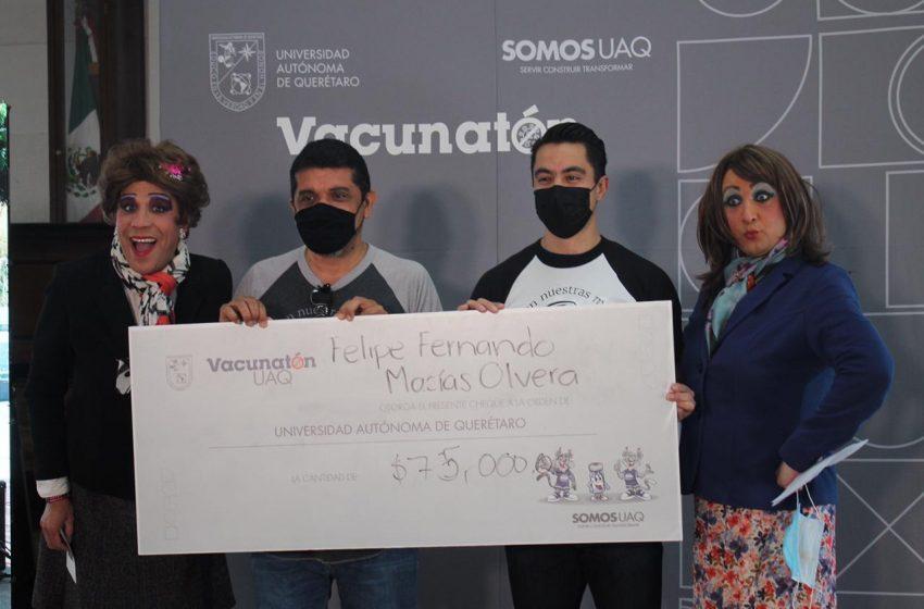 Felifer Macías dona un mes de su sueldo en Vacunatón de la UAQ