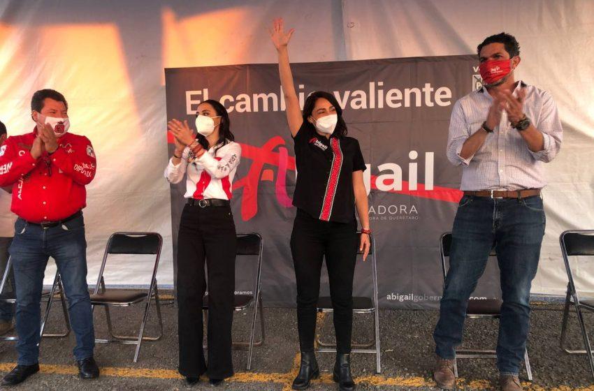 Abigail Arredondo presenta sus propuestas a vecinos de la colonia Reforma Agraria