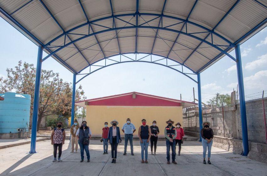 El Marqués entrega obras de urbanización y nuevos sanitarios en primaria