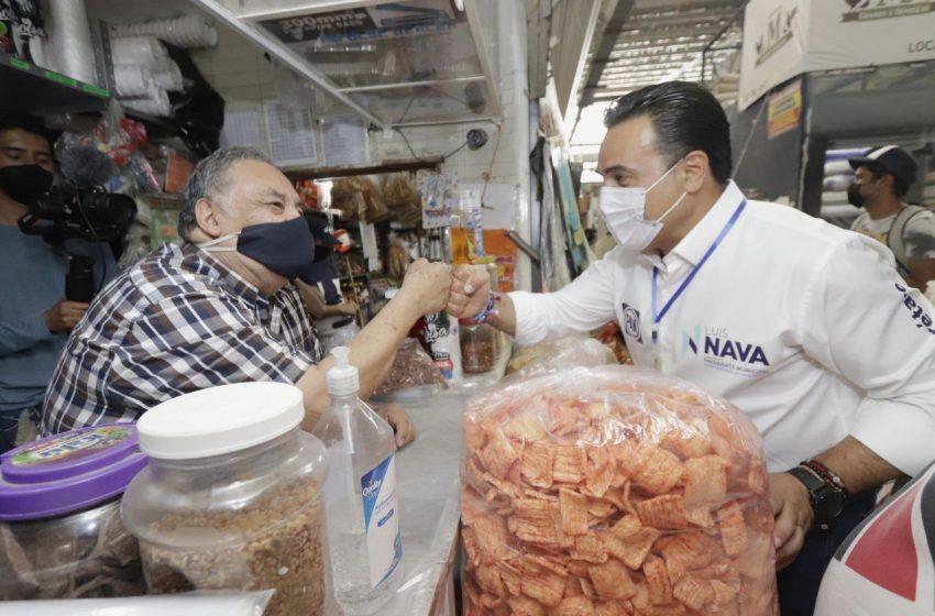 Luis Nava se compromete a mejorar los mercados municipales