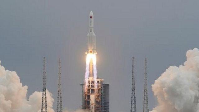 Restos de cohete chino Long March 5B caen en océano Índico