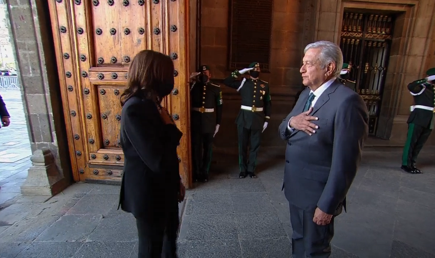 Recibe AMLO a Kamala Harris en Palacio Nacional