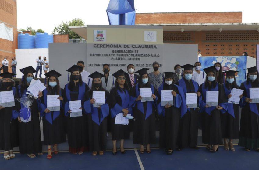 Se gradúan estudiantes de Escuela de Bachilleres en Campus Jalpan