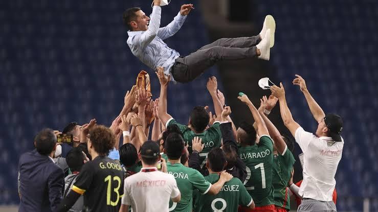 Mexico hace valer su experiencia y vence a Japón 3-1