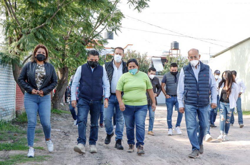 Se reúne Roberto Sosa con vecinos de Los Olvera y Tejeda