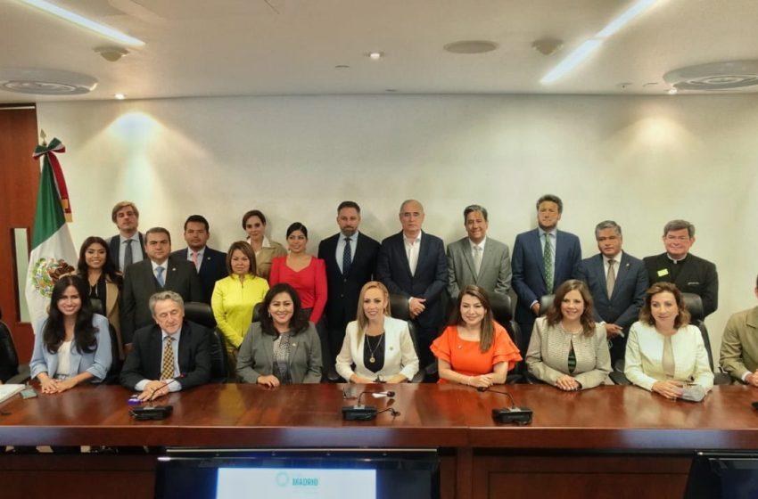 Senadores del PAN apoyan al ultraderechista Santiago Abascal en su lucha contra el comunismo
