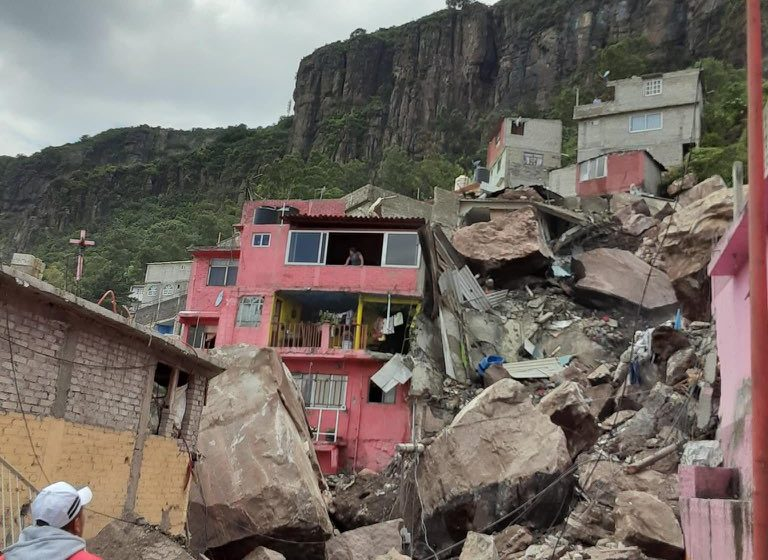 Se desgaja parte de Cerro del Chiquihuite en Tlalnepantla, Estado de México