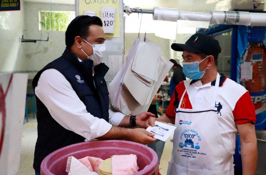 Supervisa Luis Nava la entrega del seguro para comerciantes del mercado de Lomas de Casa Blanca