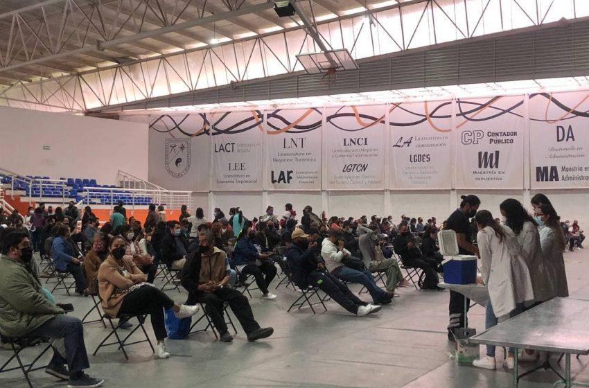 Aplican primera dosis a mayores de 30 años rezagados en el municipio de Querétaro