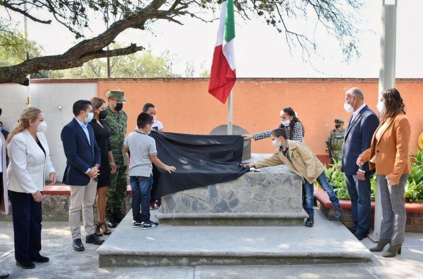 """Roberto Sosa devela placa conmemorativa a la Batalla """"Treinta contra cuatrocientos"""" en Arroyo Hondo"""